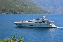 Яхта в Черногории